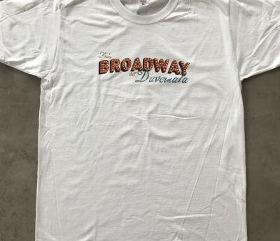 T-shirt | Från Broadway till Duvemåla (VIT)